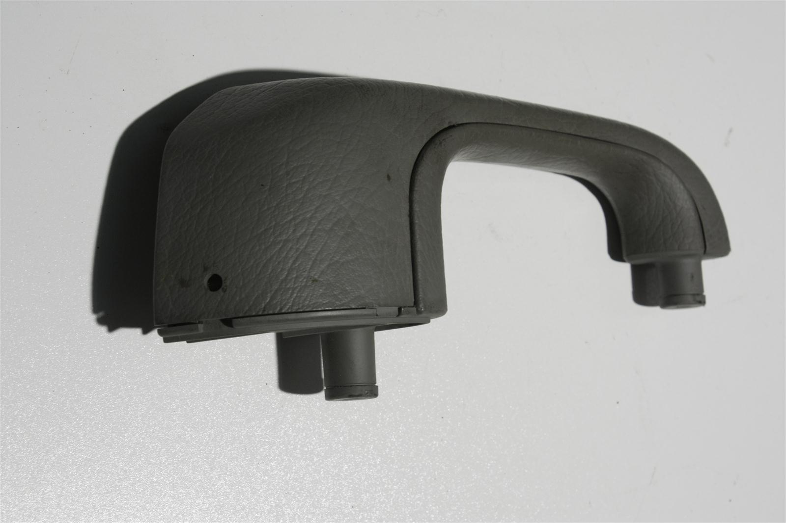 Audi 100/A6 C4 Haltegriff Vorne Links platin 4A0867171