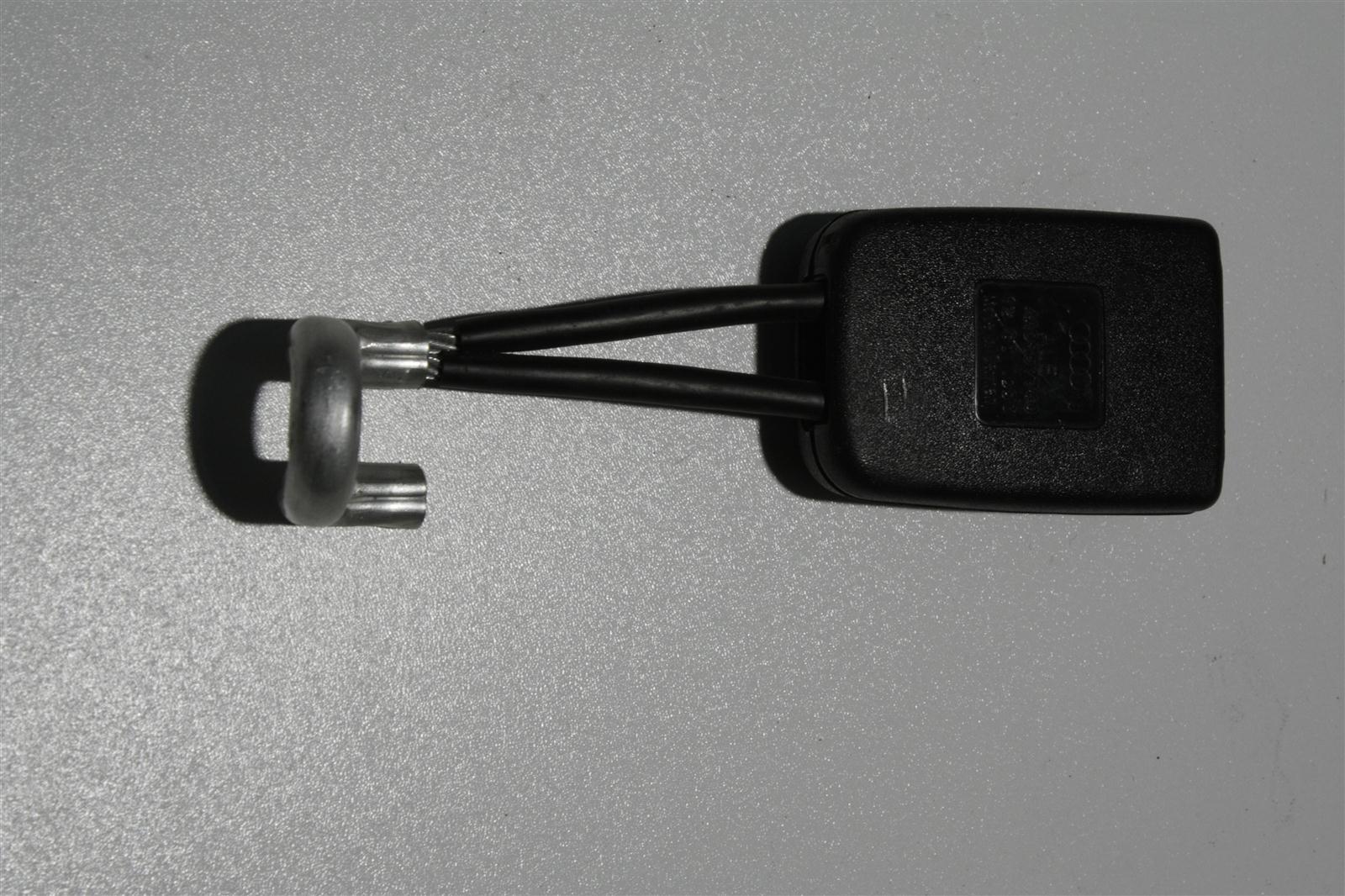 Audi 100/A6 C4 Gurtschloss Hinten 4A0857740