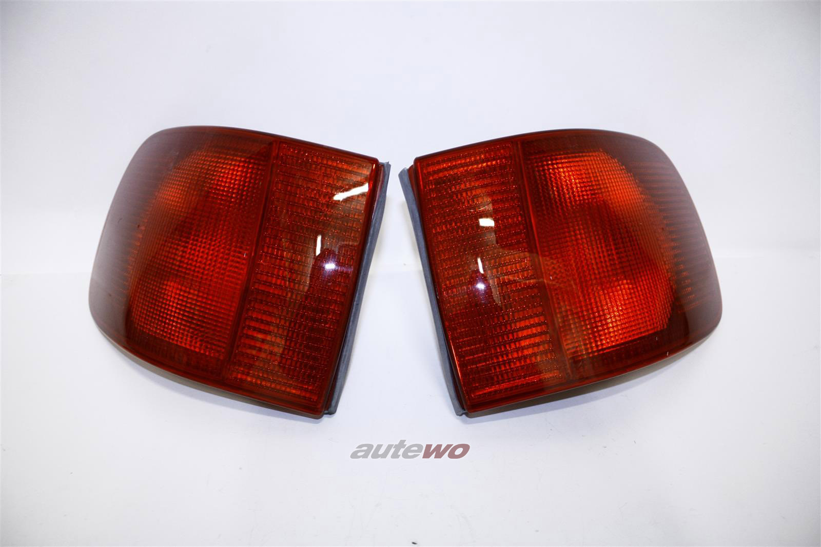 8G0945217A & 8G0945218A  NEU Audi 80 Typ 89 Cabrio US-Rückleuchten-Paar
