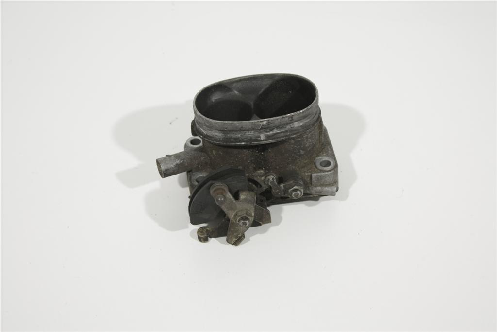 Audi/VW 80/90 Typ 81/100 Typ 44/Passat 32b 1.8l Drosselklappe 049133063AA