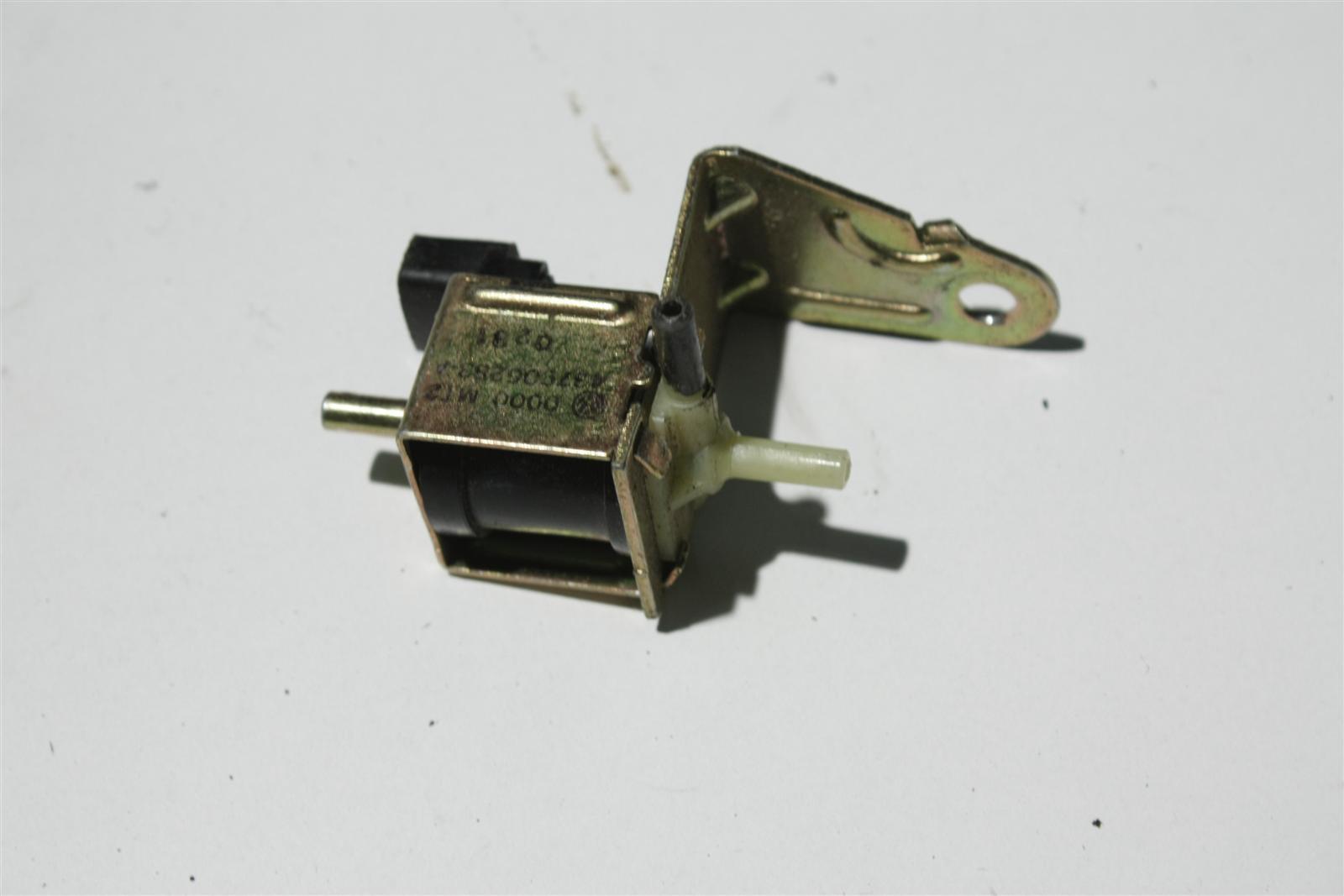 Audi 80/100/A3/A4/A6/A8 Magnetumschaltventil 437906283A