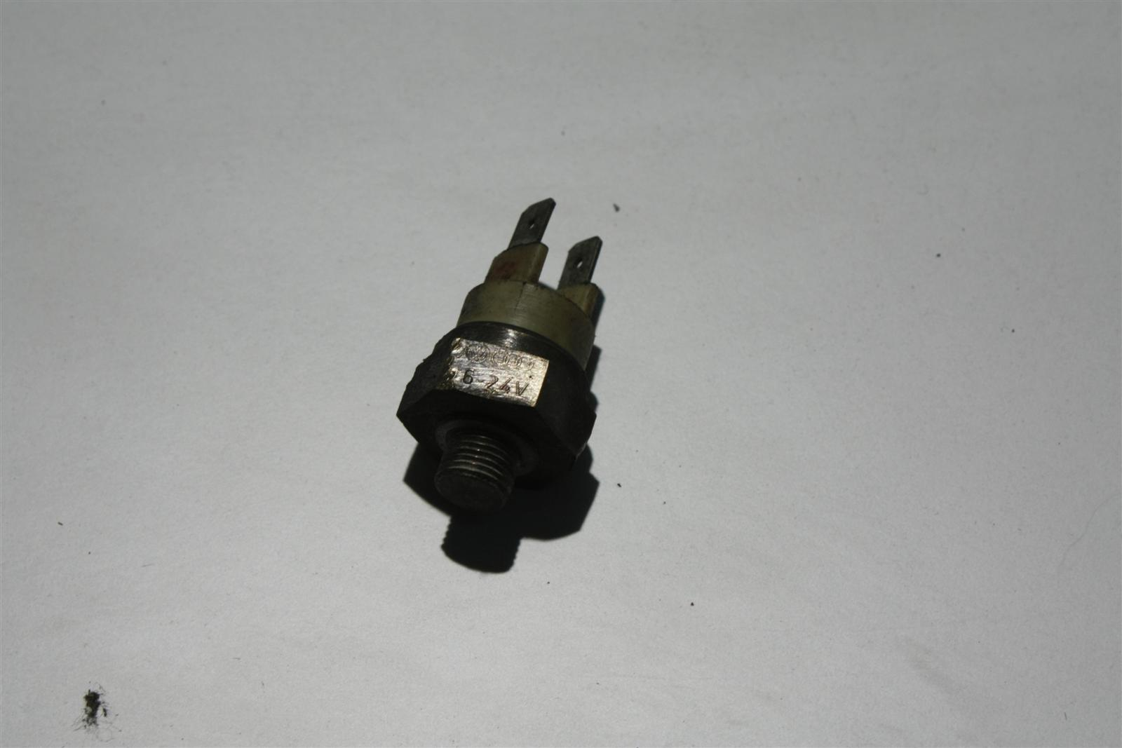 Audi 80/100/A6 C4 Thermoschalter 054919369B
