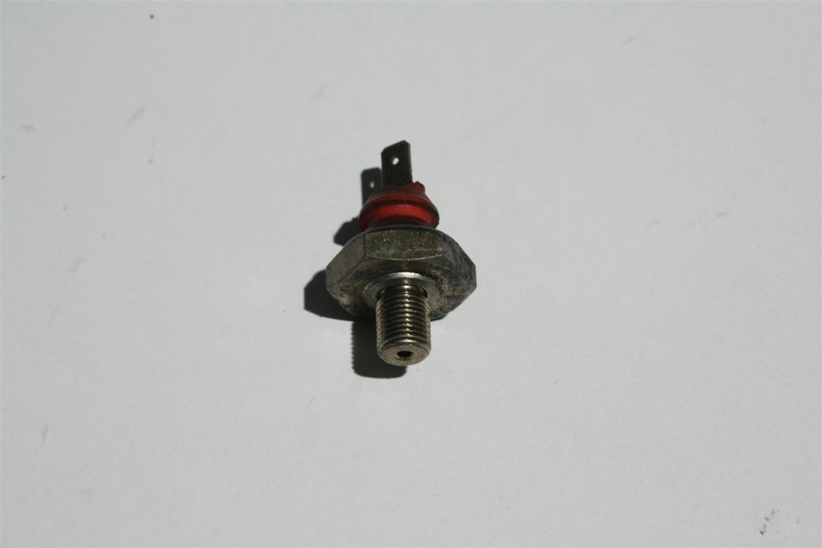 Audi 80/100/A6/A8 V6 Öldruckschalter 078919081A