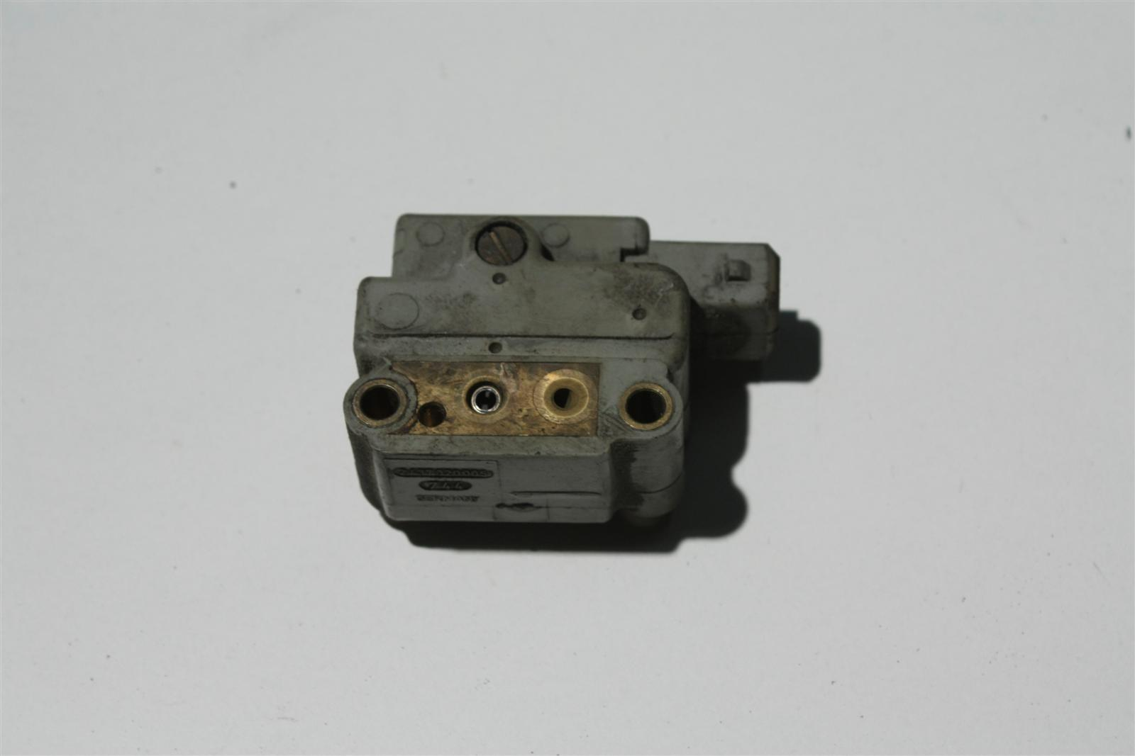 Audi 80/90 Typ 89/100 Typ 44 PS/RT etc. Benzindrucksteller 026133482