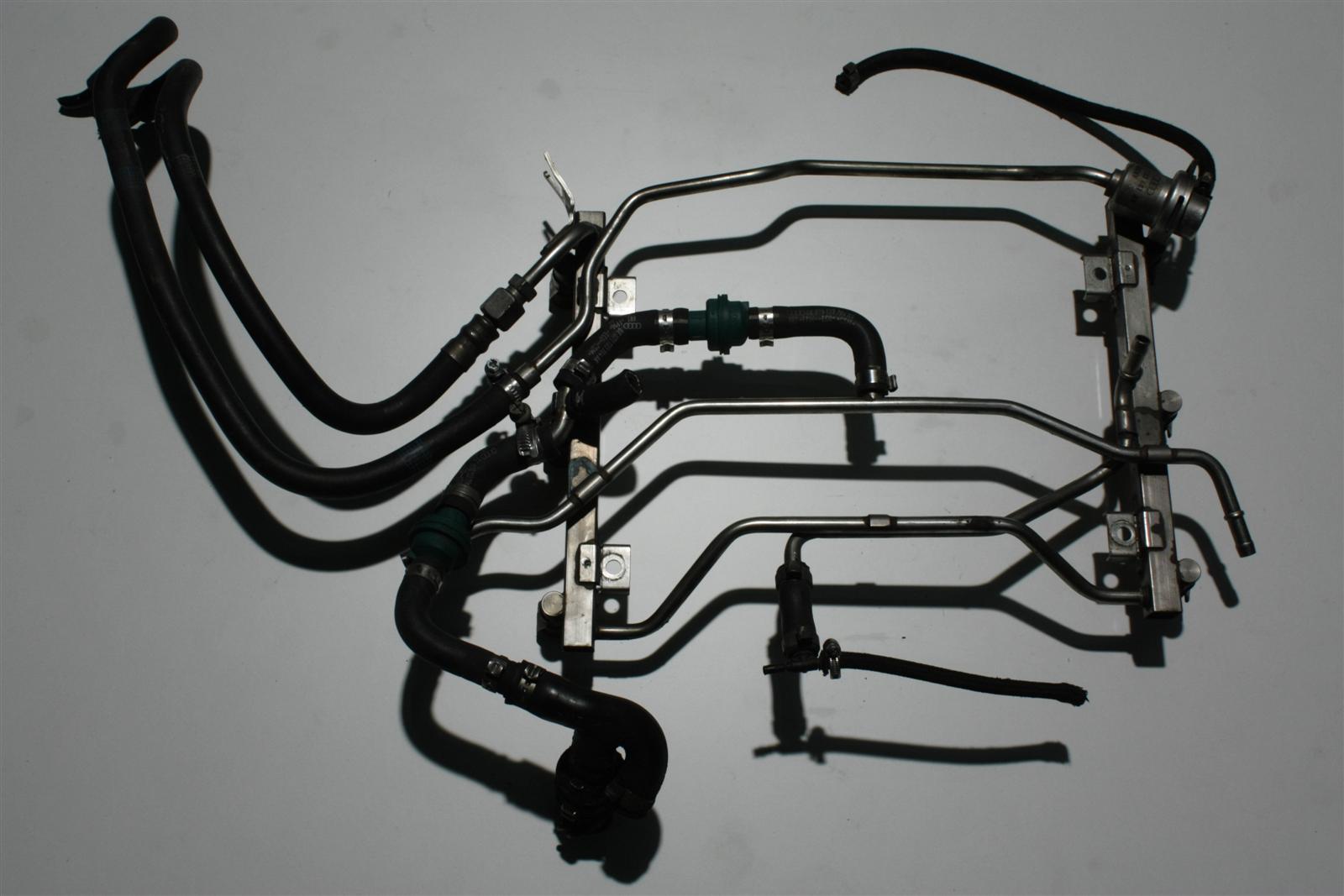 Audi S4 B5/A6 4B 2.7l Biturbo AGB Einspritzleiste + Benzindruckregler 078133681AK