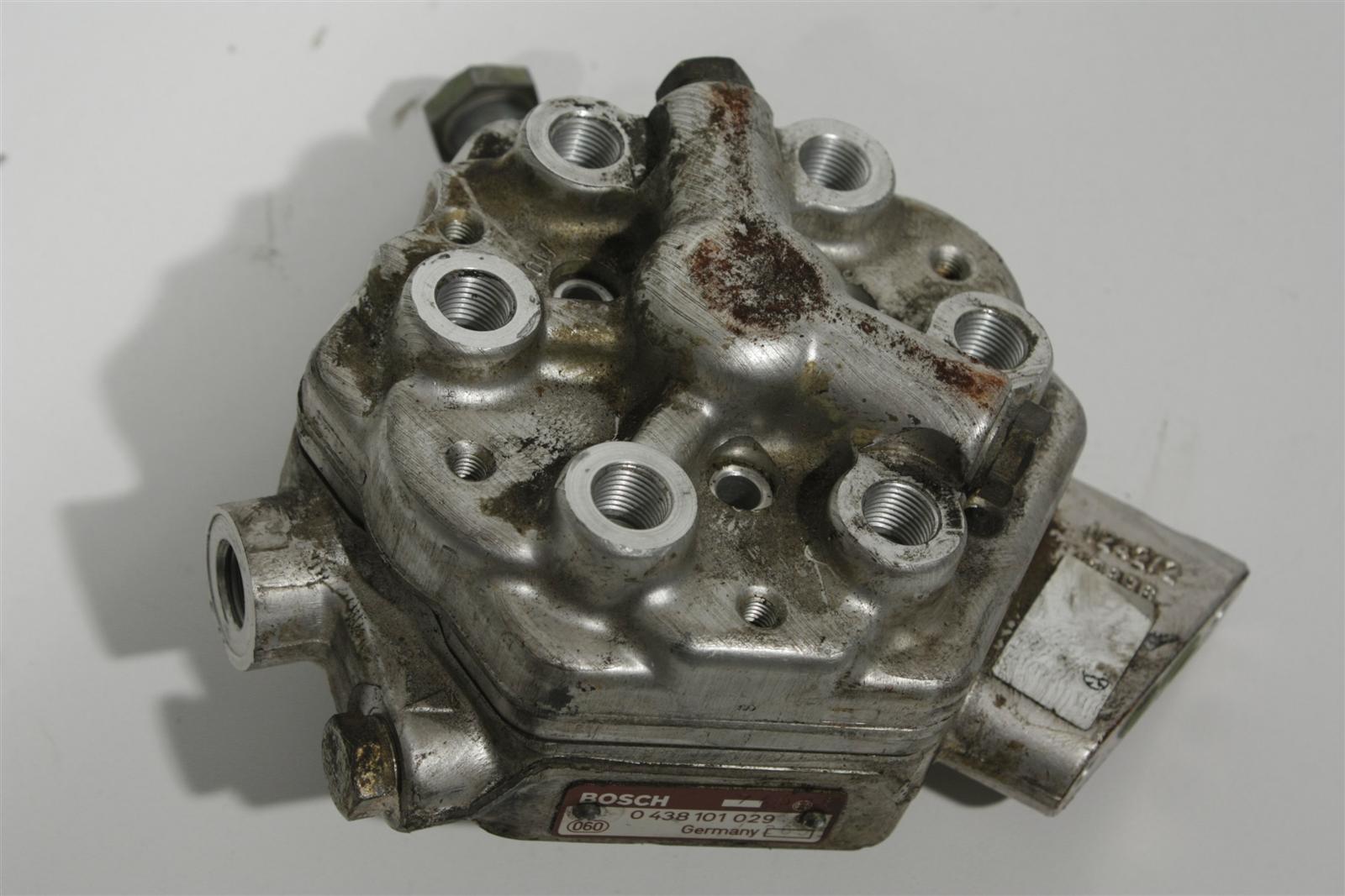 Audi 80/90 Typ 89/B4/100 Typ 44/C4 2.3l NG/NF/AAR Mengenteiler 034133481FX
