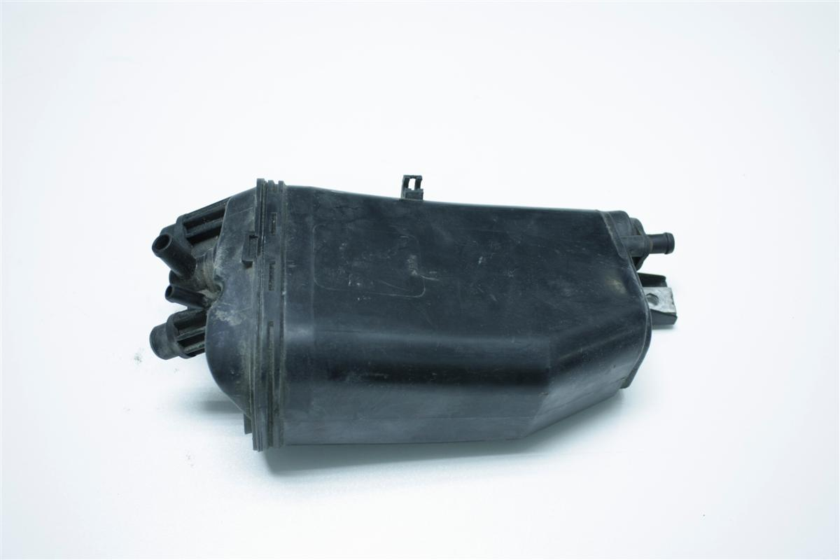 Audi A8 D2 Aktivkohlebehälter 4D0201801