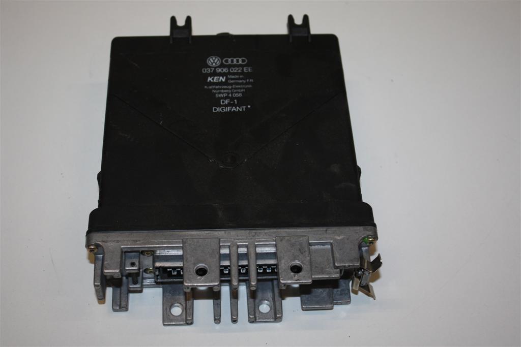 Audi 80 B4 2.0l 115PS ABK Motorsteuergerät 037906022EE