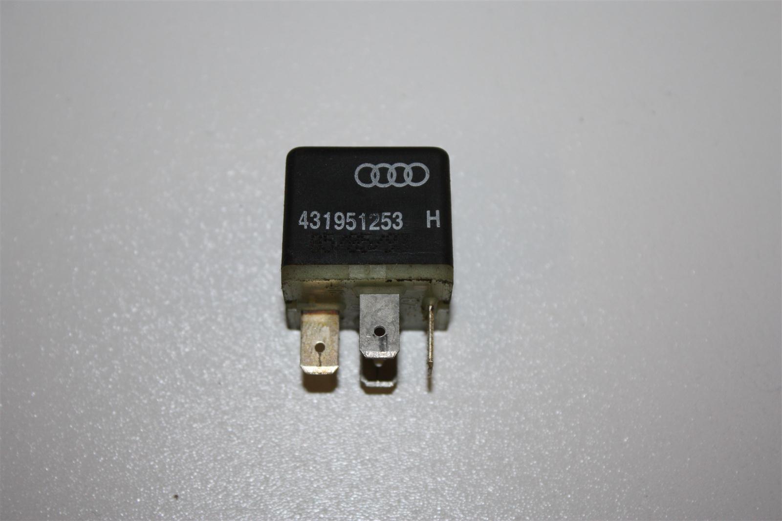 Audi/VW 80/100/A4/A6 Relais 204 Nebelscheinwerfer 431951253H