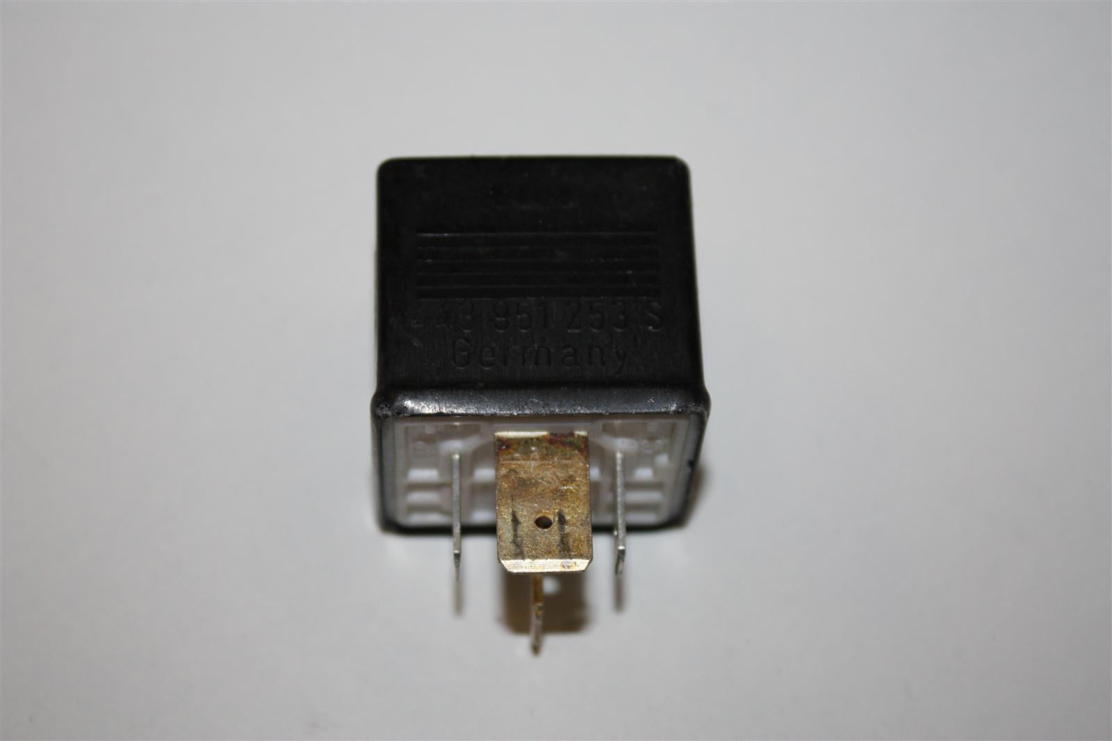 Audi/VW 80/100/A4/A6 Relais 217 443951253S