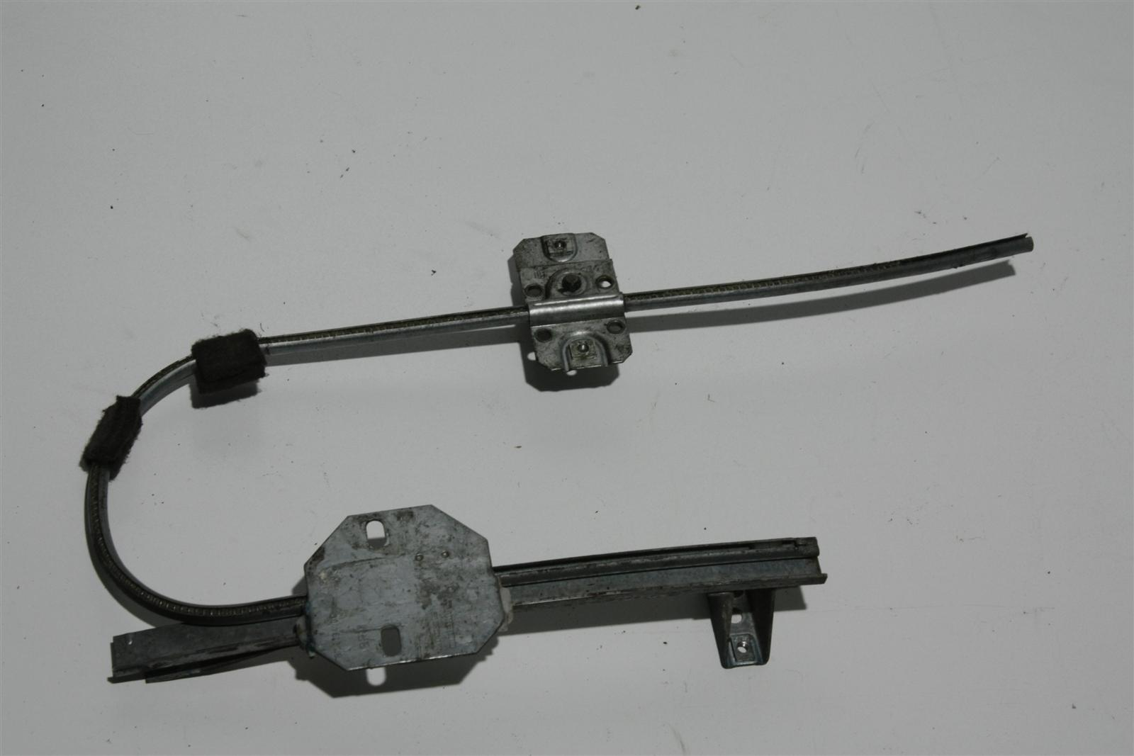 Audi 80/90 Typ 81/85 man. Fensterheber Hinten Rechts 813839400C