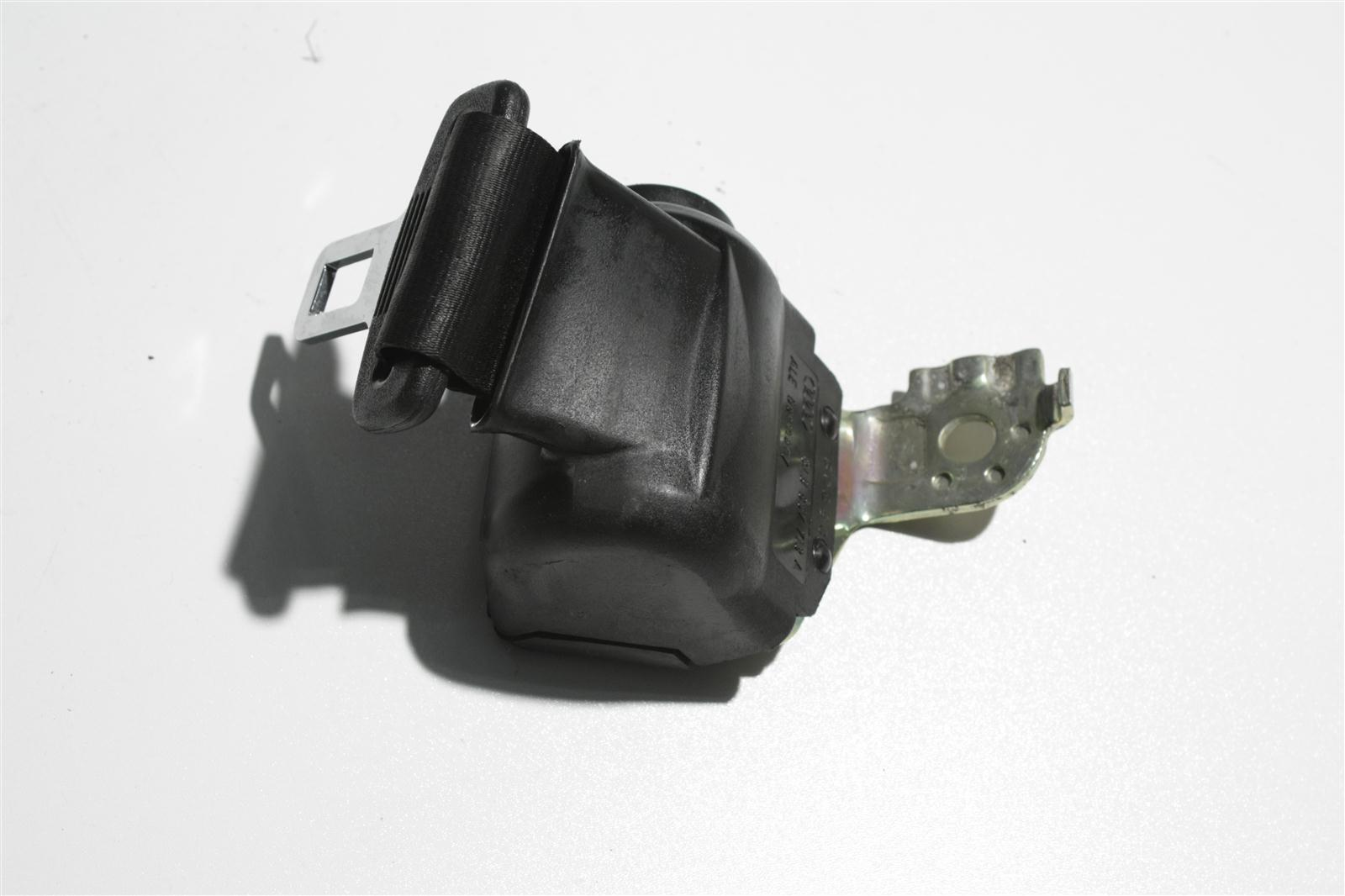Audi 80 B4 Avant automatisch aufrollender Beckengurt Hinten Mitte schwarz 8A9857713A