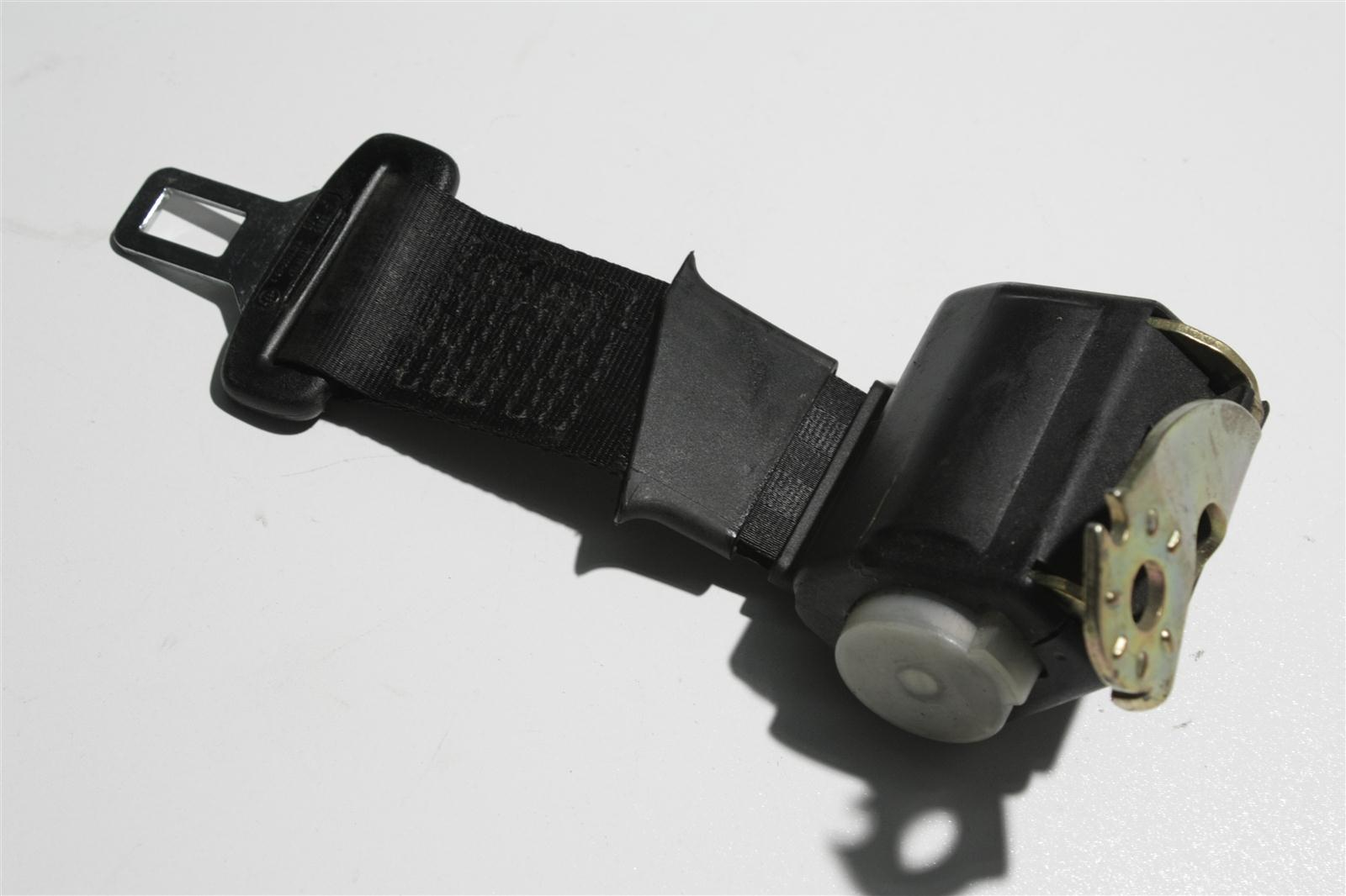 Audi 100/200 Typ 44 automatisch aufrollender Beckengurt Hinten Mitte schwarz 443857713B