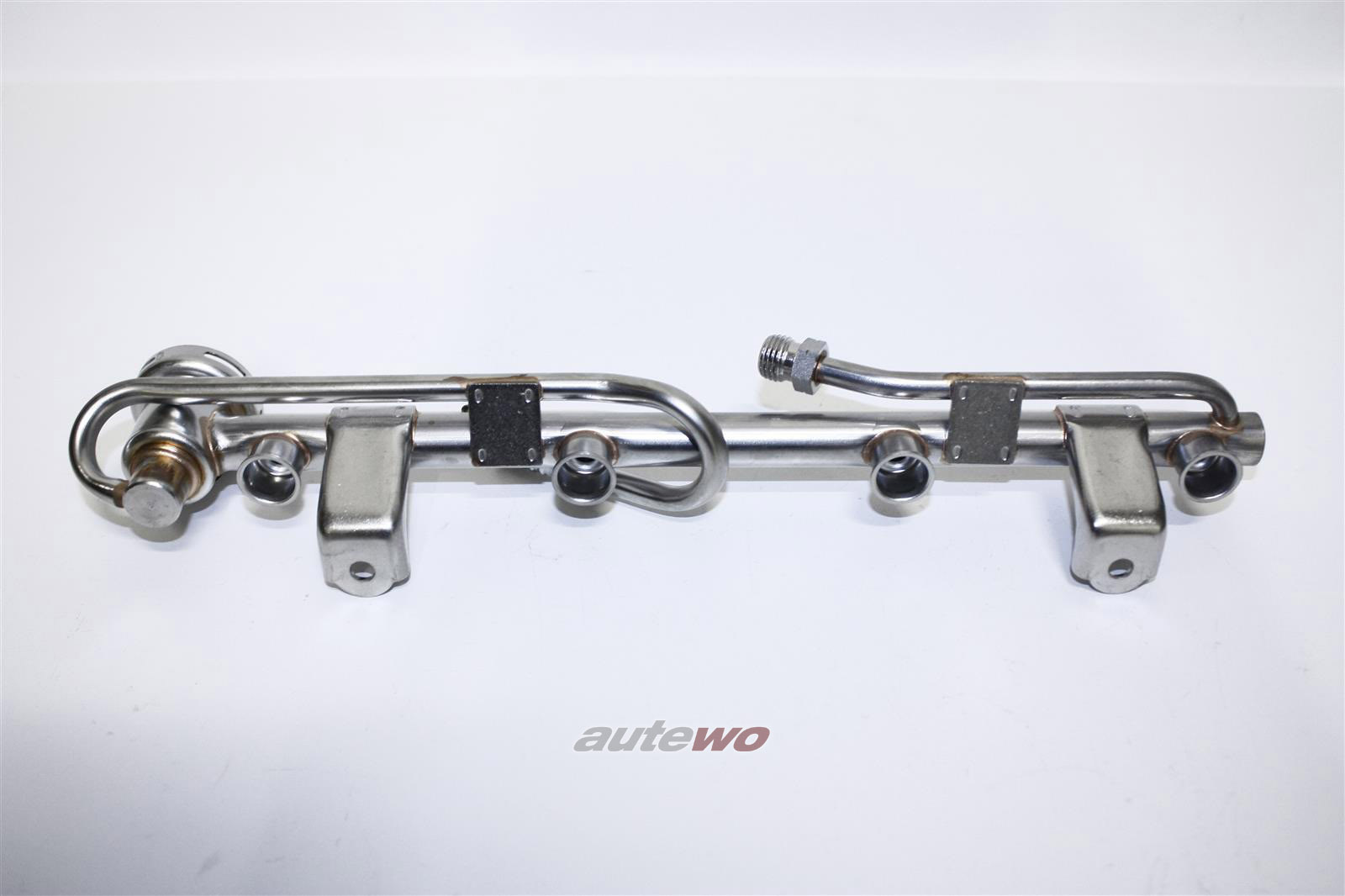 058133681C NEU Audi/VW 80 89 Cabrio/A4 B5/A6 C4/4B 1.8l-4.2l Einspritzleiste