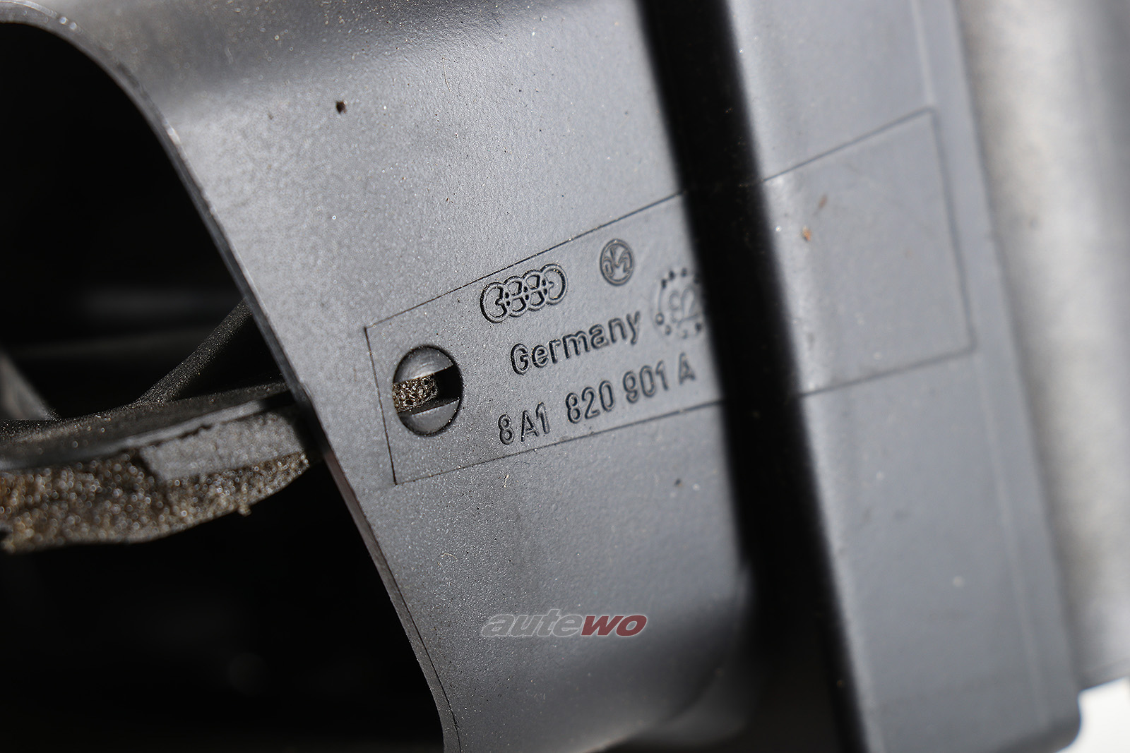 8A1820901A Audi 80/90 89/B4/S2/RS2/Coupe/Cabrio Luftdüse Armaturenbrett Links