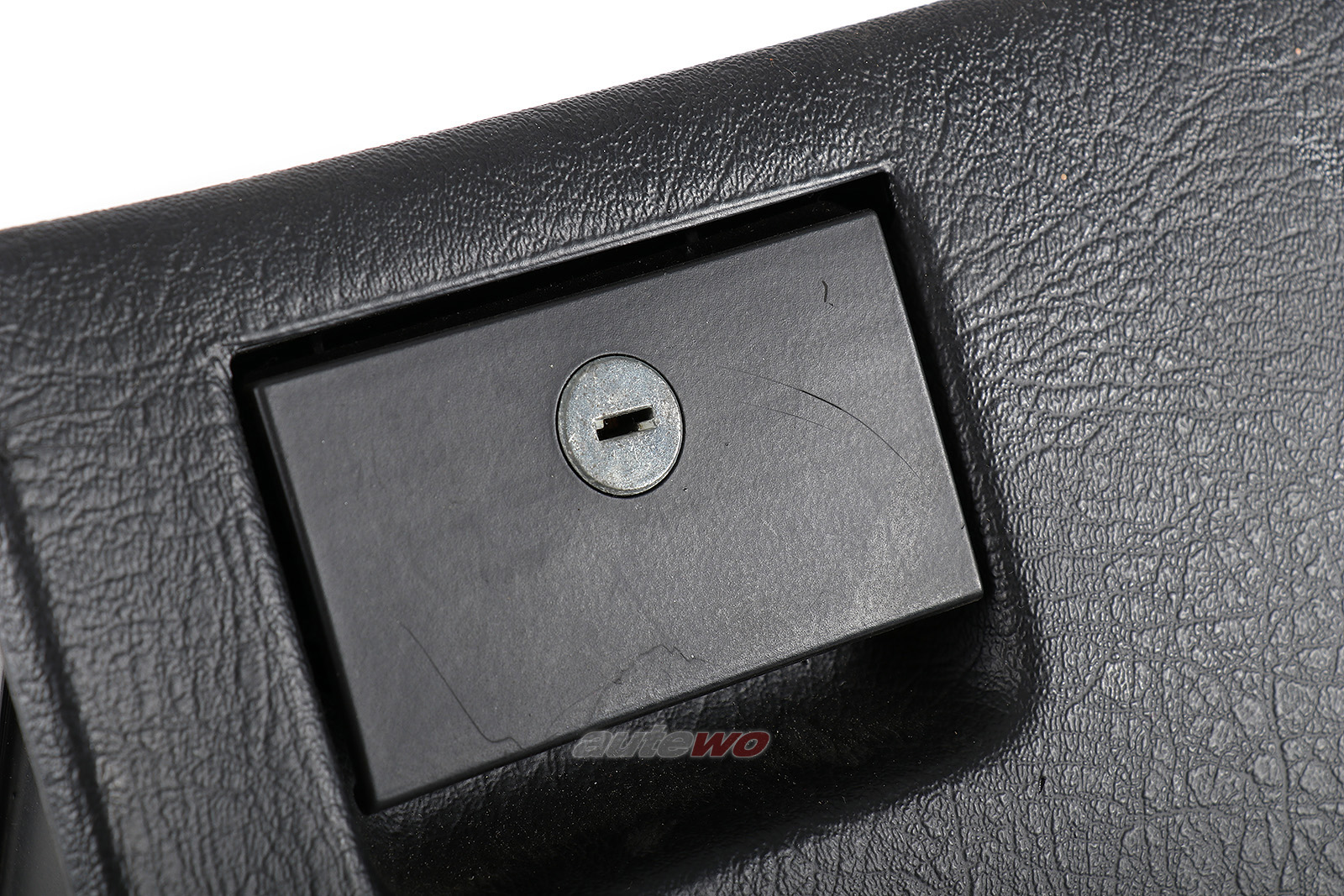 893857035D 8A1857035F Audi 80/90/Coupe/Cabrio Typ 89 Handschuhfach
