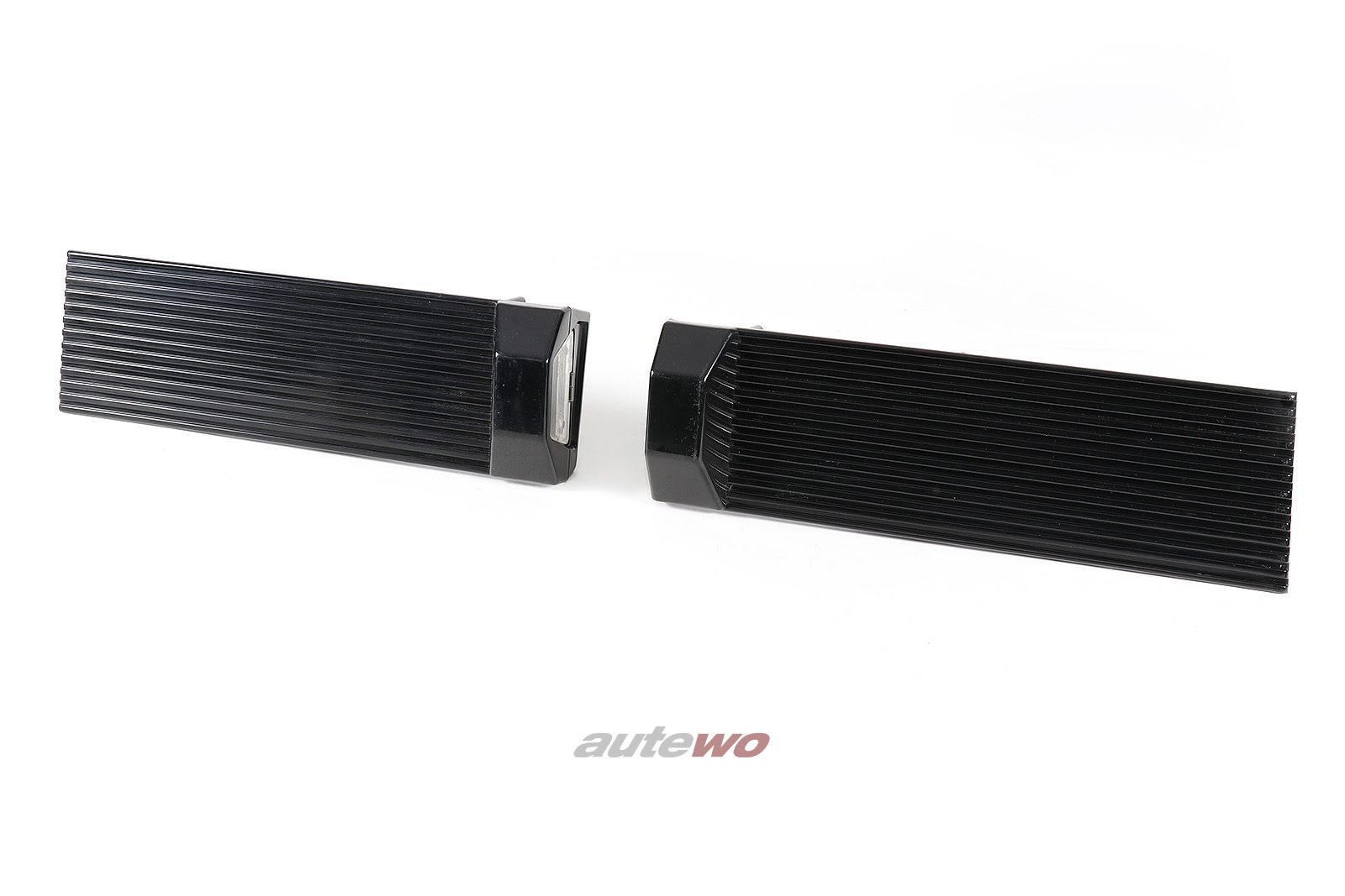 855853489A/490A Audi Coupe Typ 81/85/Urquattro/Sportquattro Blenden Heckklappe