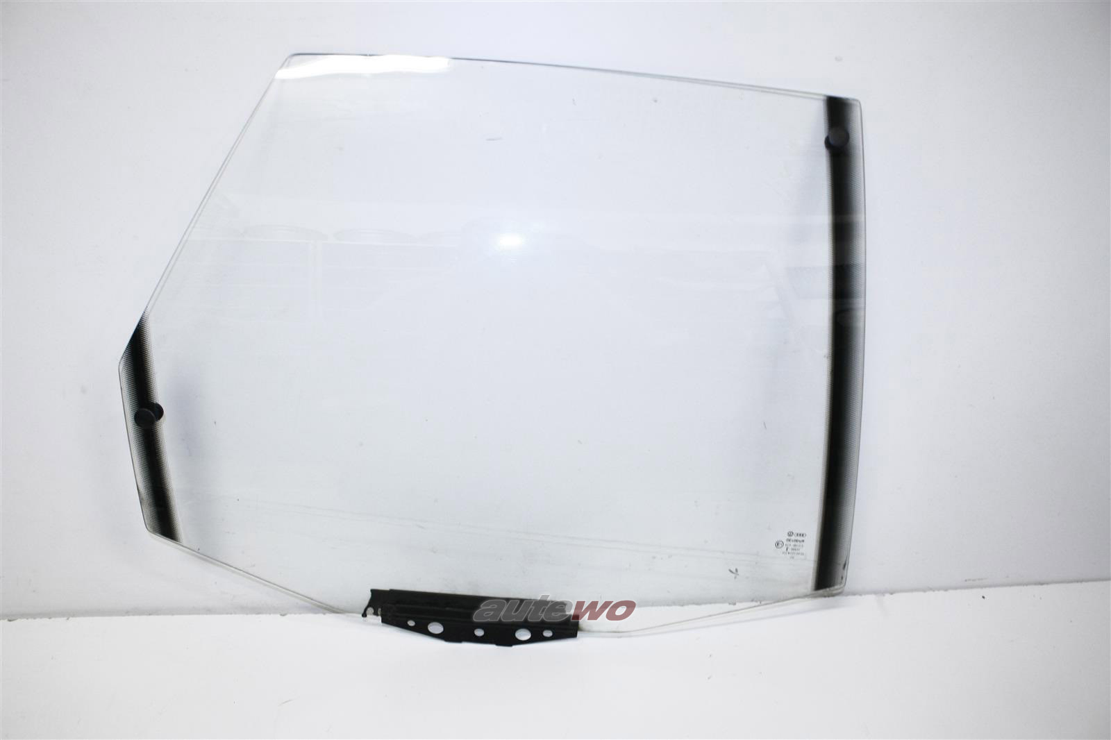 Audi 100/200 Typ 44/V8 D11 Limousine Seitenscheibe Klarglas Hinten Rechts 443845026C