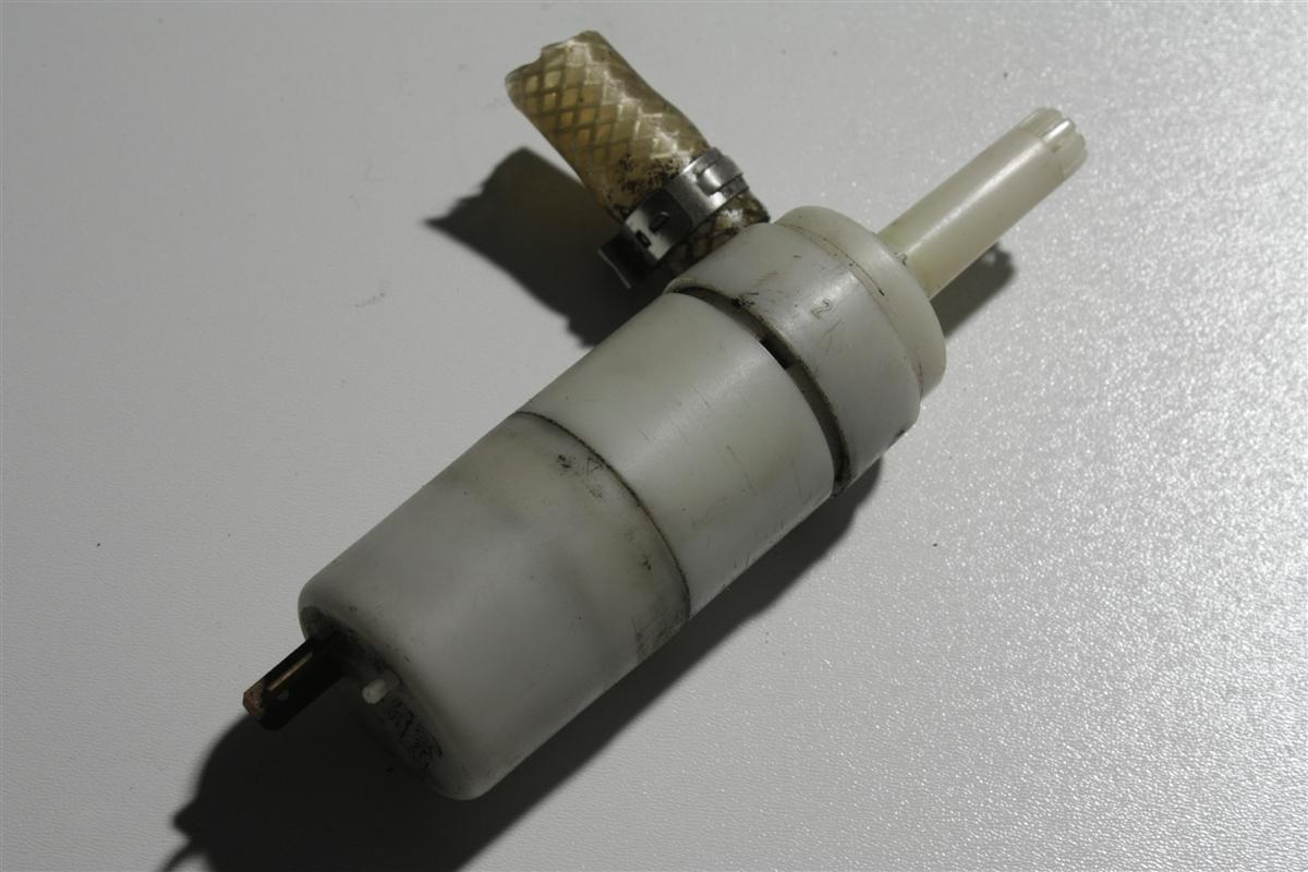 Audi 80/90 Typ81/85/89/100/200 Typ 44/V8 Pumpe Scheinwerferreinigung 3B7955681 3